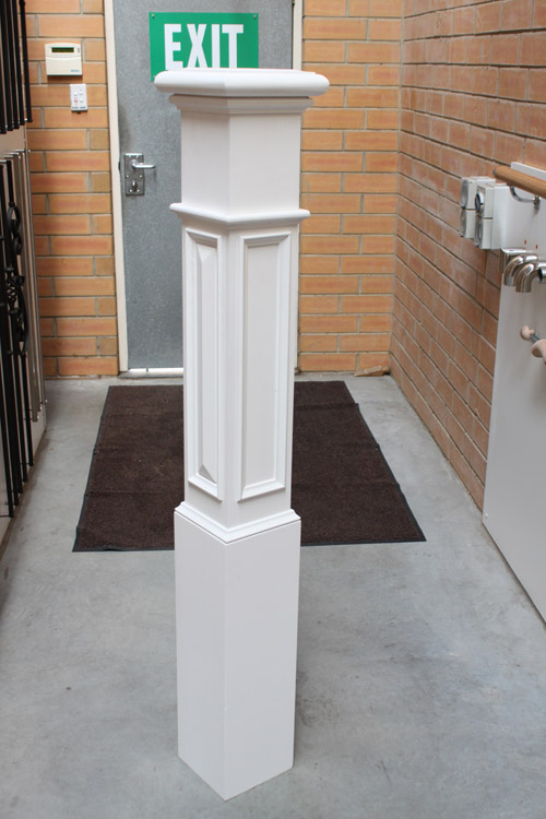 Prestige newel posts for stairs for Decoration fenetre post it